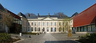 320px-Le_cateau_cour_musee